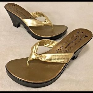 HUSH PUPPIES Petra Gold leather thong sandal 6.5